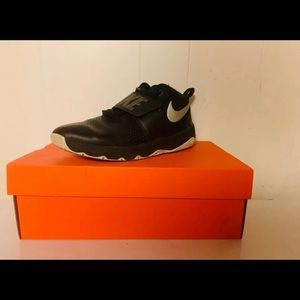 Nike Team Hustle D8 GS Black Grade School 7 size